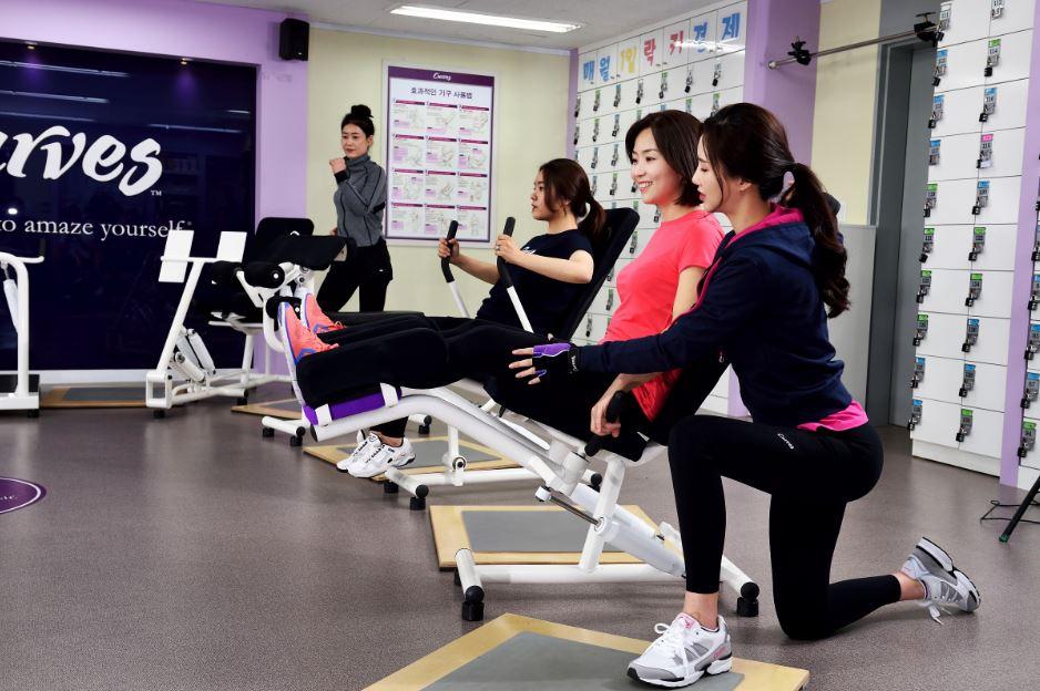 """[스포츠경향 3.14] 커브스, """"중장년 여성에 안성맞춤 '30분 순환운동' 해야"""""""